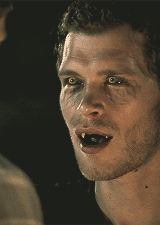 vignette1.wikia.nocookie.net vampirediaries images 0 0a Klaus-hybrid-face-klaus-34058854-160-225.gif revision latest?cb=20150510171654