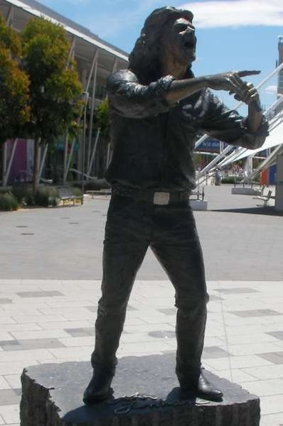 Statue of John Farnham by Peter Corlett at Waterfront City, Melbourne Docklands