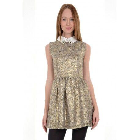 Petit robe courte doré très féminine avec son col Claudine. Zip dans le dos. Jupe patineuse. 100%POLYESTER