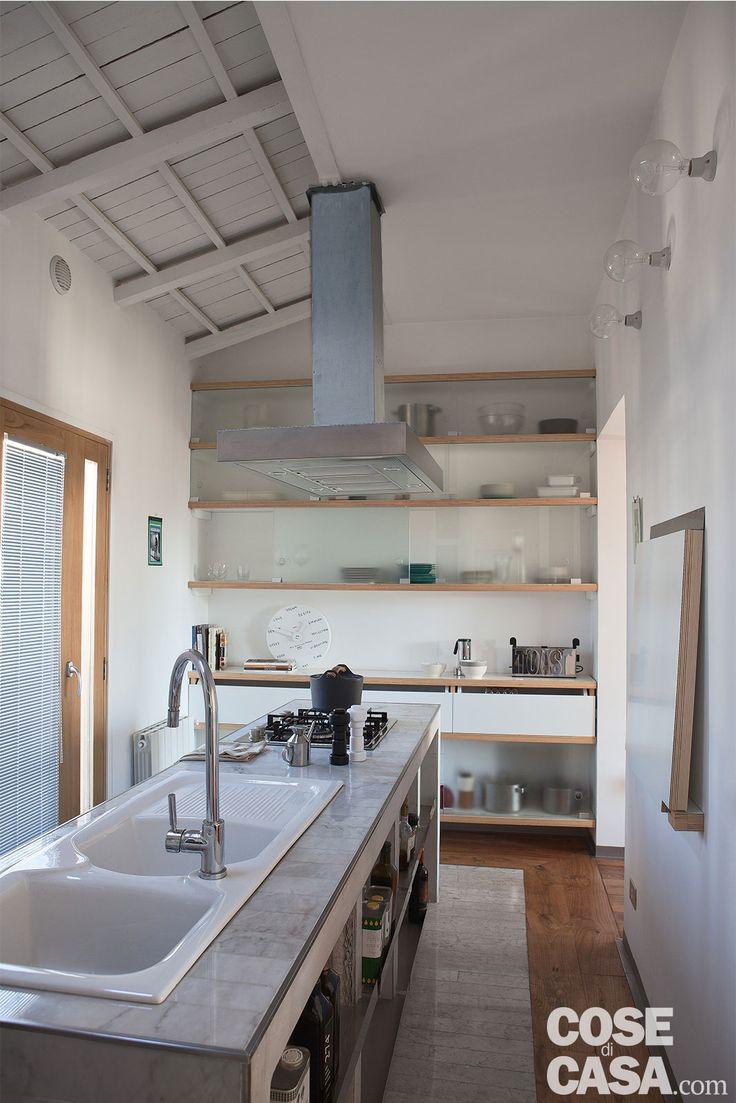Una casa con interni flessibili, che si modula sulle esigenze di chi la abita. Pensata per trasformarsi  offrendo prospettive diverse e soluzioni da copiare grazie a pareti apribili.