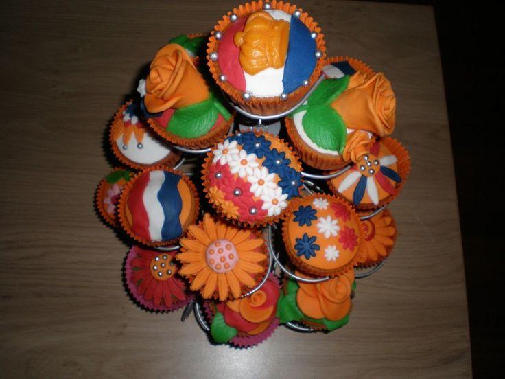 Oranje Koninginnedag cupcakes feestje Ook leuk voor een kinderfeestje. Meer info en hoe je het moet maken, vind je op www.hierishetfeest.com