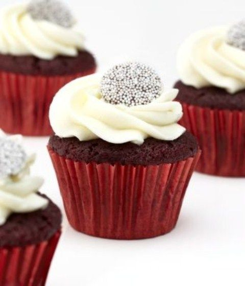 Wedding Red Winter ....elegant  Cupcakes instead of wedding cake