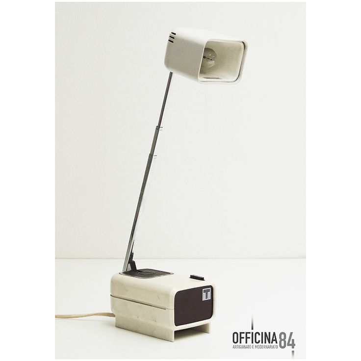 Lampada da tavolo anni '60 #officina84 #milano #via padova #via padova84 #lampade&illuminazione #arredamento #design #sideboard #middlecentury #forniture #modernariato #forsale #living #home #sedie #vintage #art #lamps #livingroom #casa #visual #visualmerchandising #table #nolo #poltrone #industrialchic #mirrow #allestimenti #vetrine #luxury #architects #chairs