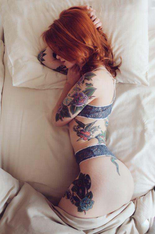 Худая рыжая девушка с тату, порнуха красивые женские попы