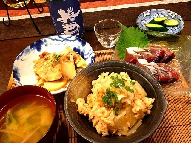 今日は純和食で ゆきこさん、美味しかったよ✨ありがとう❤ - 141件のもぐもぐ - ゆきこさんの、ほくほく♡ピリッ☆大根生姜めし( •ω•ฅ♡、生鰹、タケノコの土佐煮、キャベツともやしと絹さやの味噌汁、自家製キュウリのぬか漬け by masako522