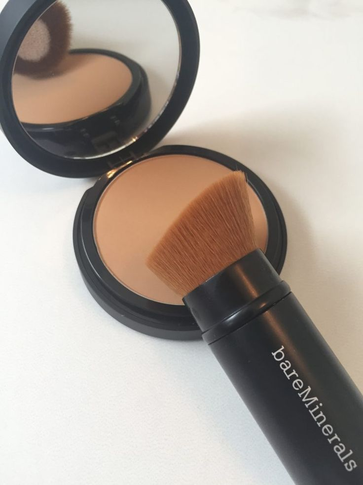 Review on the bareMinerals Bare Pro Performance Wear Powder Foundation
