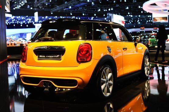 2014 Mini Cooper Hardtop First Look - Motor Trend