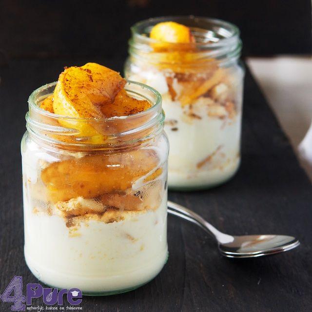 Dit toetje is een klein beetje appeltaart in een glas. Fris, fruitig en zoet gecombineerd in een toetje. Lekker als dessert in de herfst.