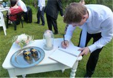 Tips og ideer til bryllupet. Alt fra huskelister, invitasjoner, bordpynt til toastmaster og taler.