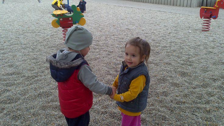 A két kis pajtás nagyon egymásra talált. :)