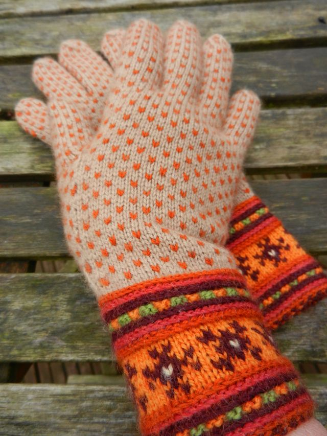 A second pair of Autumn Muhu - fingers and glove gusset sorted. Not a hat, but definitely a design idea for one.