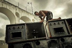 Fotógrafo francês registra cenas do funk carioca - Entretenimento - BOL Celular