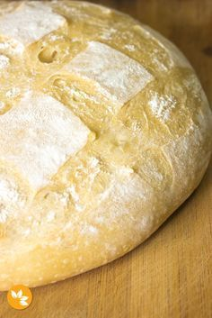 Uma receita super fácil de deliciosa de Pão Italiano com Fermentação Natural. O pão italiano fica leve, com uma casquinha crocante e super macio por dentro.
