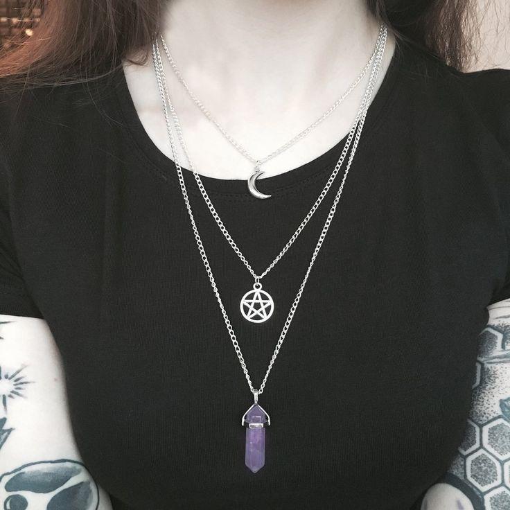 Silberne 3in1Kettemit Amethyst Kristall, Pentacle und Mond Anhänger. Kettenlängen:40cm - 60cm   Triple layeredwitchycrystal & charm necklace. Chain: 40cm - 60cm