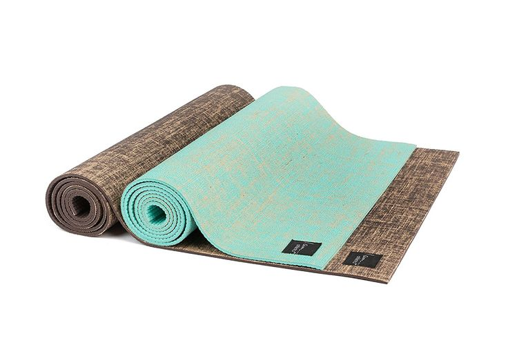 The BEST eco friendly yoga mat - we love these for yoga, pilates, exercise, core work and more! Made of all natural jute + eco-friendly PVC. Plus, they're anti-slip.