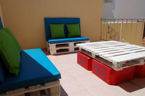 Recycled Pallet Patio and Terrace Furniture   99 Pallets