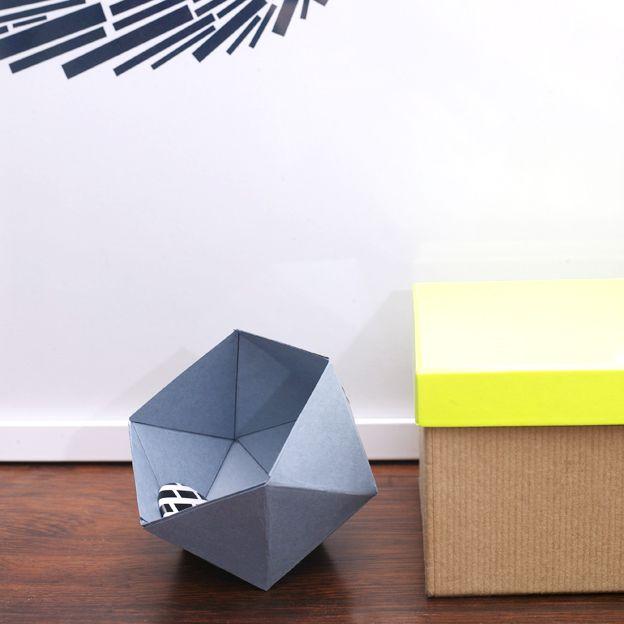 Rakastan geometrisia muotoja. Näiden pienien pallojen sisälle voi synttäreillä tai joulupöydässä kätkeä vaikka karkkia ...