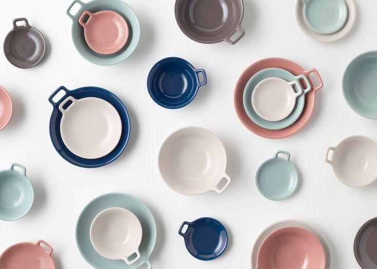 Japanese studio Nendo has designed a collection of ceramic tableware that features a single handle to help when carrying hot food