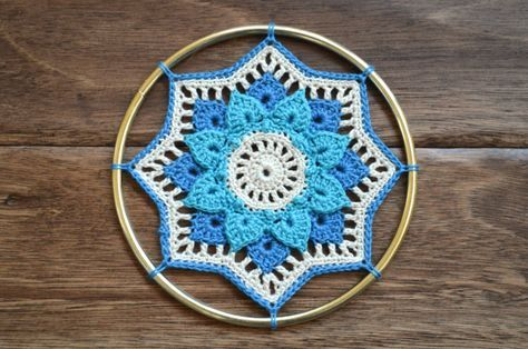 Free crochet mandala dreamcatcher pattern and photo tutorial