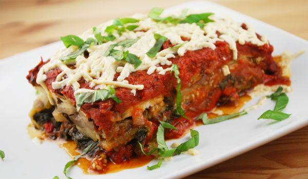 Você poderá conhecer algumas receitas de lasanha de berinjela light, as quais podem inovar o seu cardápio, sem deixar seu plano alimentar com calorias extras.