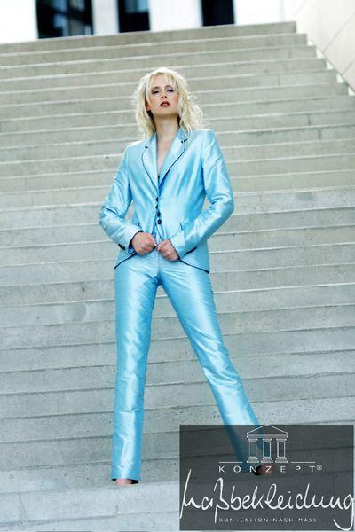 Fotograf: Jürgen Bednarski - Visagistin: Anke Präkelt - Model ich ;-)   #fashion #bluefashion #highheels #hosenanzug #maßanfertigung #business #seide #wildseide #glanz #glänzend #sexy #model #shooting