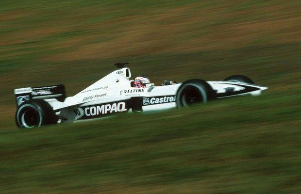 Entre os pilotos em atividade na Fórmula 1, boa parte não recebeu a bandeira quadriculada em sua primeira corrida em Interlagos