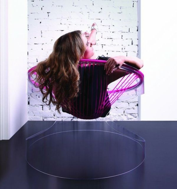 The swinging chair is called 'Bouce' | Design by Fenny Ganatra | Posted by Violeta+ with Pin-It-Button at http://wohnideen.minimalisti.com/dekoration/modernes-stuhl-design-schwingt-stil.html