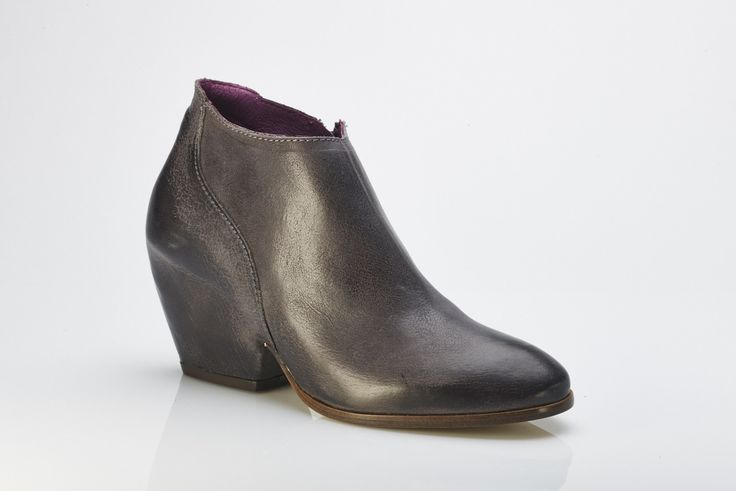 Buy online - funky Agnes ankle boot from Barcelona brand Vialis. Shoe I Am - online boutique specialising in European handmade shoes. www.shoeiam.com.au