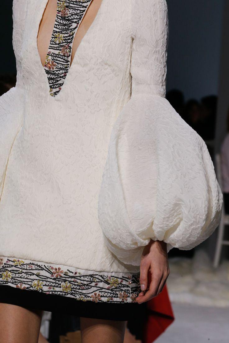 Les 25 meilleures id es concernant robes de haute couture for Coupon haute couture