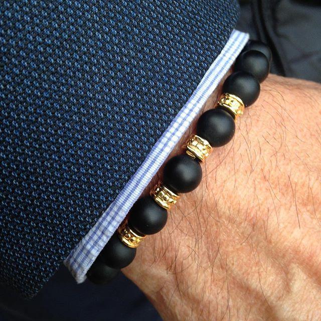 """Pulsera """"Brooklyn"""" ónix combinada con detalles en oro. NorthStonebcn  pulseras para hombre. www.northstonebcn.com También estamos en Facebook  #northstoneBCN #pulserasparahombres #ónix #oro #moda #Brooklyn #modamasculina #mensbracelet #accesoriosdemoda #pulseras #menscasual #complementos #hombre #bracelet #accesorios #modahombre #menswear #modamasculina #regalo #modabarcelona #modamadrid #Barcelona #Madrid #Spain #mencasual #menstyle #HechoenEspaña Braided Bracelets, Bracelets For Men, Fashion Bracelets, Jewelry Bracelets, Fashion Jewelry, Male Jewelry, Fitness Bracelet, Estilo Fashion, Men's Accessories"""