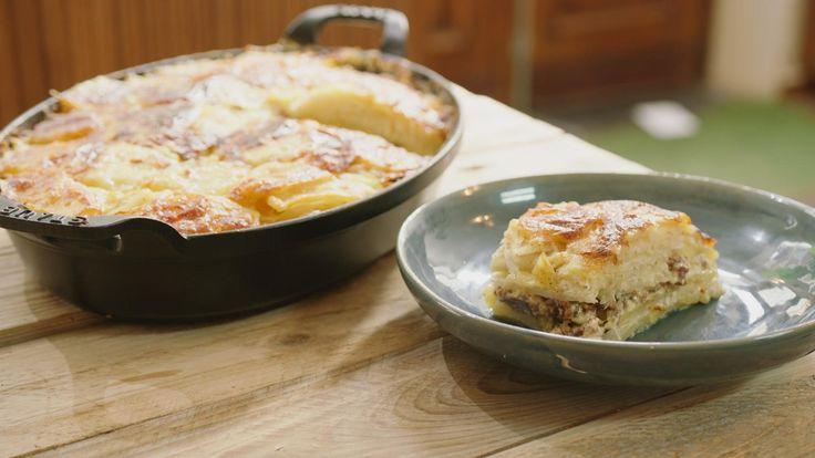 Een laagje lamsgehakt, aardappelen en gestoomde witte kool, dat zorgt voor een stevig en hartig gerecht. Superlekker comfortfood voor een herfstige avond.