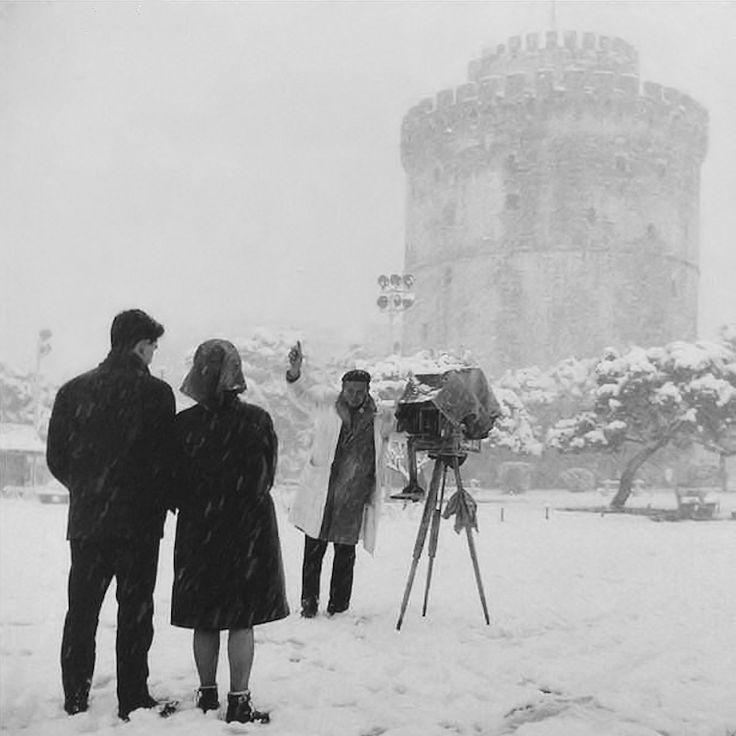 Μια φωτογραφία μέσα στα χιόνια το 1960