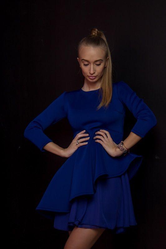 Платье цвета электрик с баской, юбочка клеш . Рукав длинный. Материал: неопрен,шифон. #модноеплатье #мода