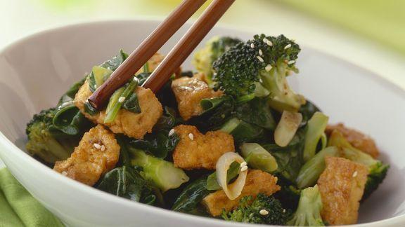 Rezept: Knuspriger Tofu mit Brokkoligemüse