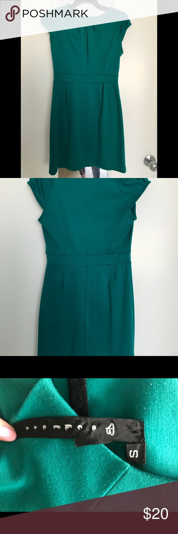 Lord n Taylor's green dress Short sleeved green dress, above the knees dress. No stains or tears Lord & Taylor Dresses Midi