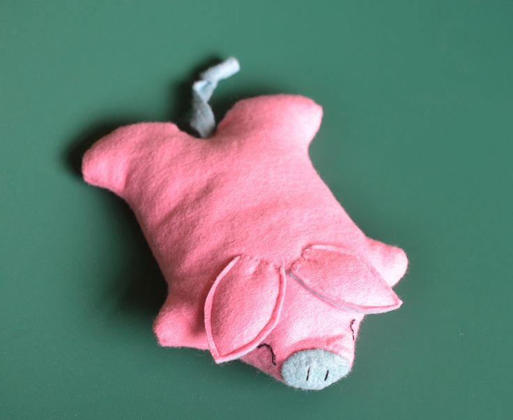 Felt piggy rice bag, warm your hands or put it in the freezer to cool you down