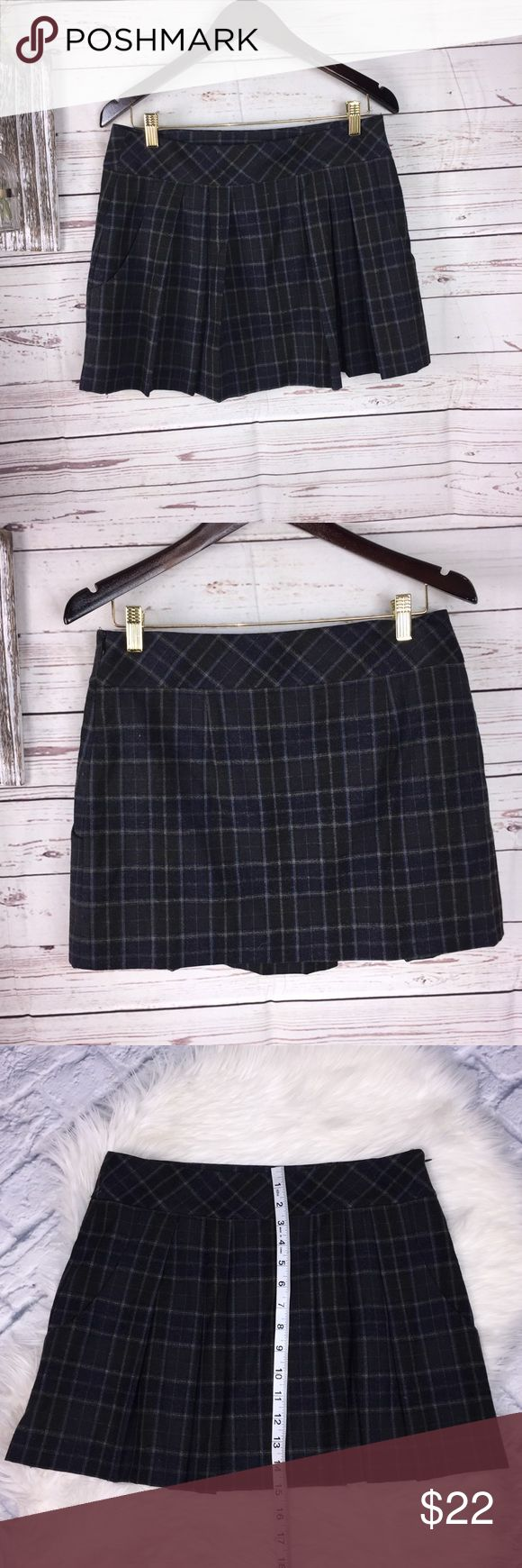 Theory Wool blend plaid schoolgirl skirt 4 Theory Plaid Skirt Pleats in the front Two front pockets Side zipper Blue and gray plaid School girl style Fully lined Wide waistband Size 4 Theory Skirts Mini