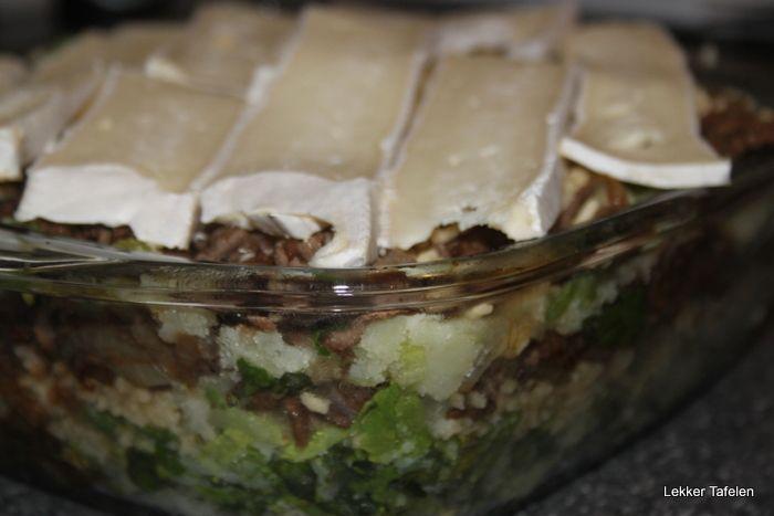 Andijvie als stamppot wordt veel gegeten, maar ook als ovenschotel is de andijvie best populair. Hier een heerlijke, verse en smaakvolle variant. Wanneer je een stronk andijvie gebruikt kun je