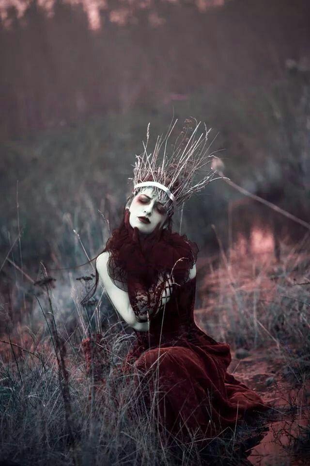 """Maiden of Ravens"" — Photographer/Makeup: Sarah Bowman Photography Hair: Christine Boulet Wardrobe/Model: Annalise Silverwolf #darkbeauty #DarkBeautyMag #photography"