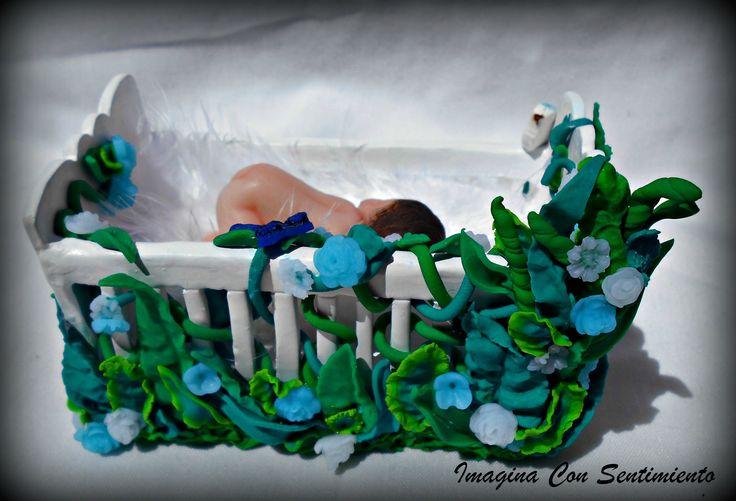 En esta ocasión vamos con otro #regalo super especial, en este caso fue para un #reciennacido y para sus #papas, a los que le encanto el detallazo. y tu te animas a sorprender con este regalo tan original? #handmade #hechoamano #arcillapolimerica #polymerclay #bebe #bautizo #cuna #baby #boy #celebracion #figura #imaginaconsentimiento #flores #mariposas #flowers #pajaros #regalo #detalle #bautizo2017 #cake #figuratartabautizo #embarazo #mama #papa #nacimiento #personalizado #unico #original