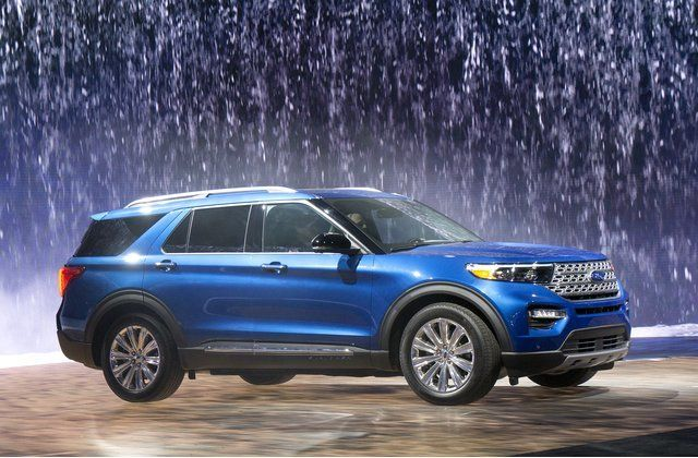 Ford Debuted The 2020 Explorer In The Days Before The Detroit Auto Show It S The Most Powerful Explorer Ever When F Ford Explorer Ford Explorer Sport Ford Suv