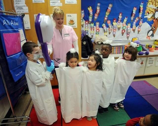 Dental Associates in Green Bay teach oral hygiene at school. From Green Bay Press Gazette, photo by Corey Wilson