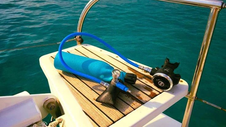 Minidive - Enjoy underwater life for 5 to 10 minutes - fill yourself your tank with an hand pump or a mini electric compressor.
