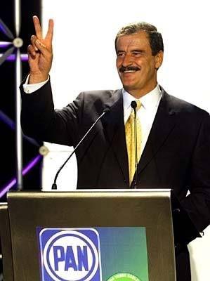 En el año 2000, representó a la Alianza por el Cambio (compuesta por el Partido Acción Nacional (PAN) y el Partido Verde Ecologista de México (PVEM).