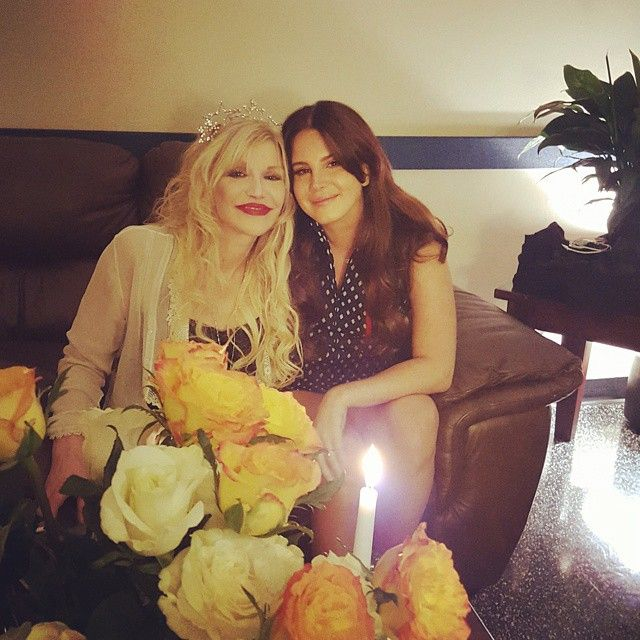 Lana backstage with Courtney Love