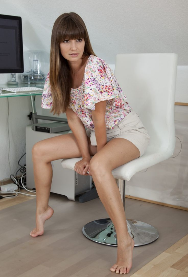 Barefoot, Teen, Sexy, Arched, Foot Fetish  Feetishland2Q -7205