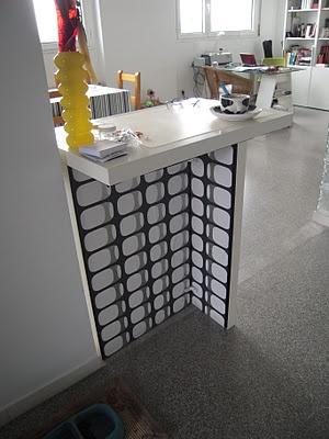 acuda al mostrador barra de cocina realizada con estantes