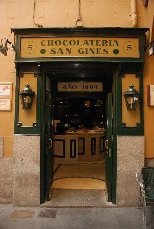 Chocolatería San Ginés, una de las más tradicionales de #Madrid