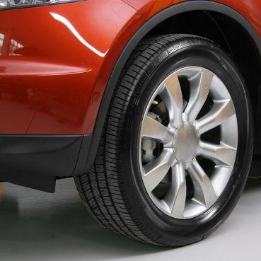 Pozbawione osadów felgi i nabłyszczone opony są wizytówką zadbanego samochodu. Utrzymanie kół w perfekcyjnym stanie ułatwia szeroka paleta dedykowanych kosmetyków samochodowych. Więcej: http://klub.k2.com.pl/artykuy/pikne-auto/felgiopony-i-inne/1540-przepis-na-lsniace-felgi-i-idealnie-czarne-opony