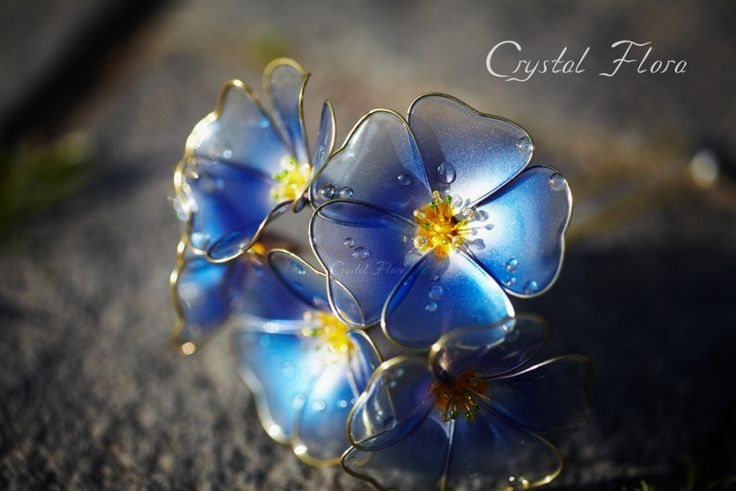 Прозрачные синие цветы Льна от Crystal Flora изготовлены из синтетических смол и проволоки. Королевское украшение.  (пожалуйста не путайте с великолепными работами Сакае) Transparent blue flowers Flax by Crystal Flora are made of synthetic resin and wire. Royal decoration. (Please do not confuse with magnificent works of Sakae) (Свадебные цветы, элитные дорогие украшения, яркие цветы, яркие украшения / Wedding Flowers, elite expensive jewelry, bright colors, bright decorations)